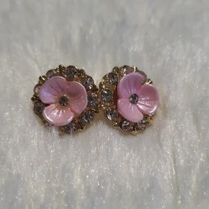 Jewelry - 🆕️Floral Stud Earrings